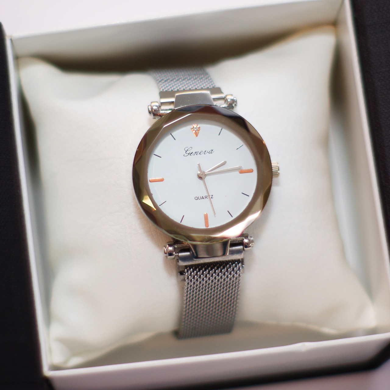 Женские наручные часы Geneva, серебро с белым циферблатом