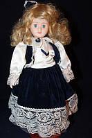 Фарфоровая кукла винтажная 220951 в кофте с белым атласным галстуком 41 см