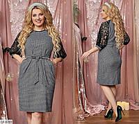 Серое платье-миди с ремешком и гипюровым рукавом-регланом больших размеров