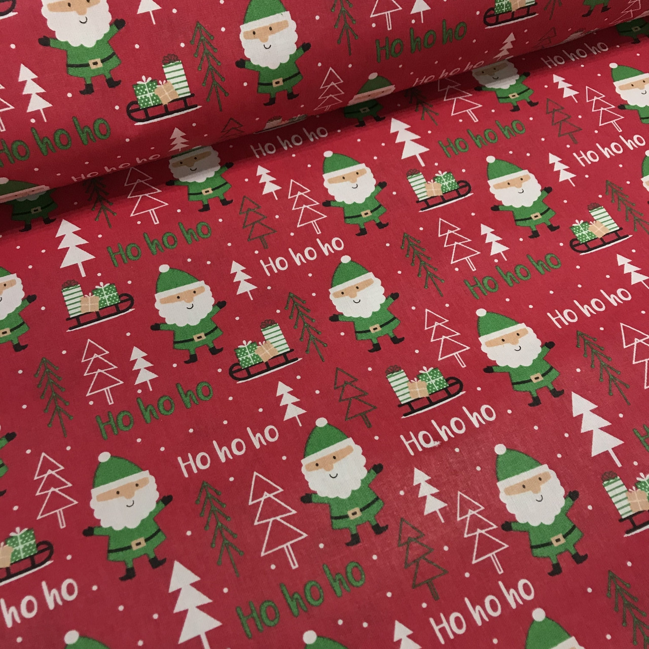 Ткань польская хлопковая, Санта Клаус с подарками в зеленых тонах на красном