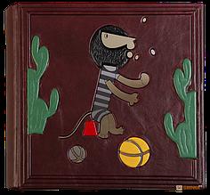 Детский фотоальбом в кожаном переплете с дизайнерскими листами