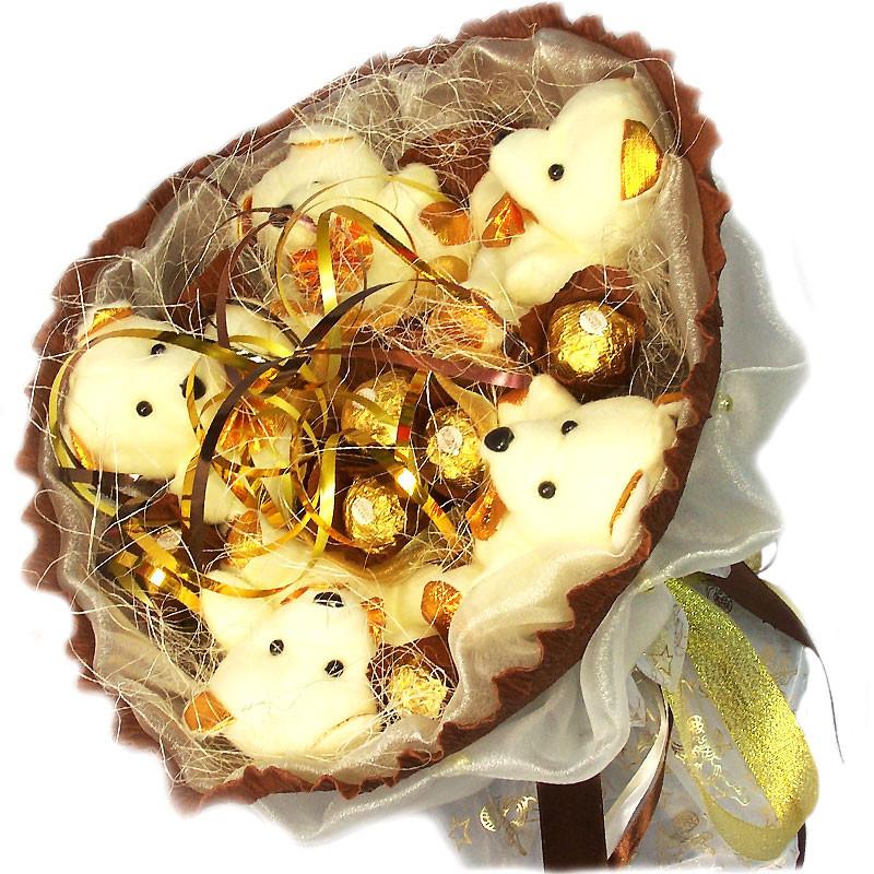 Букет из мягких игрушек Мишки 5 с конфетами Ферреро Роше белые