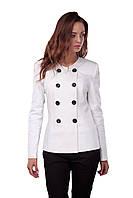 Женский классический белый пиджак на пуговицах
