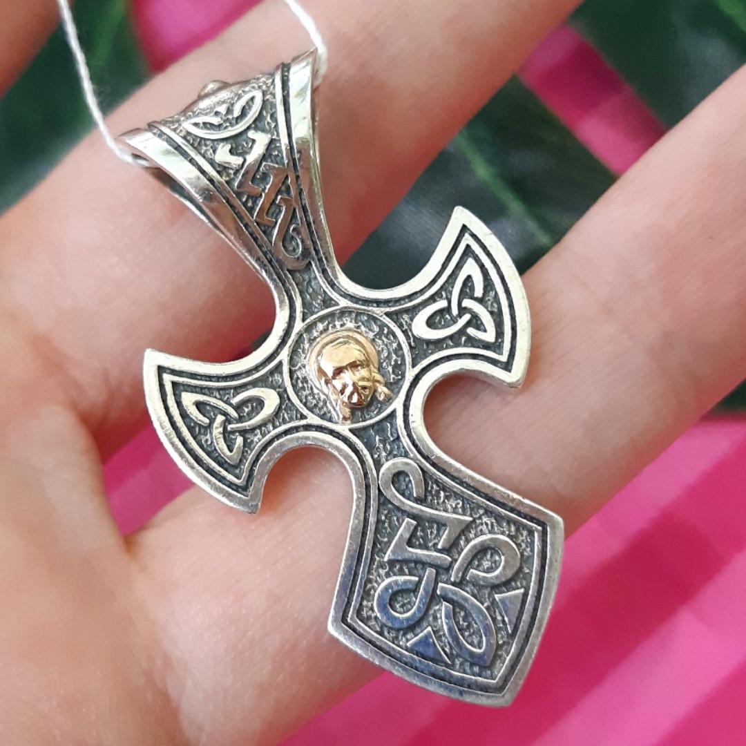 Срібний хрестик з Ісусом