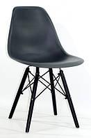 Стулья пластиковые NIK- BK, ножки из натурального дерева (цвет-чёрный).