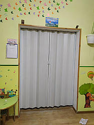 Дверь гармошка глухая белая 610