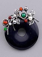 Брошь в форме круга из черного агата,украшенного веточкой с камнями белая Майорка, серебристый Сердолик