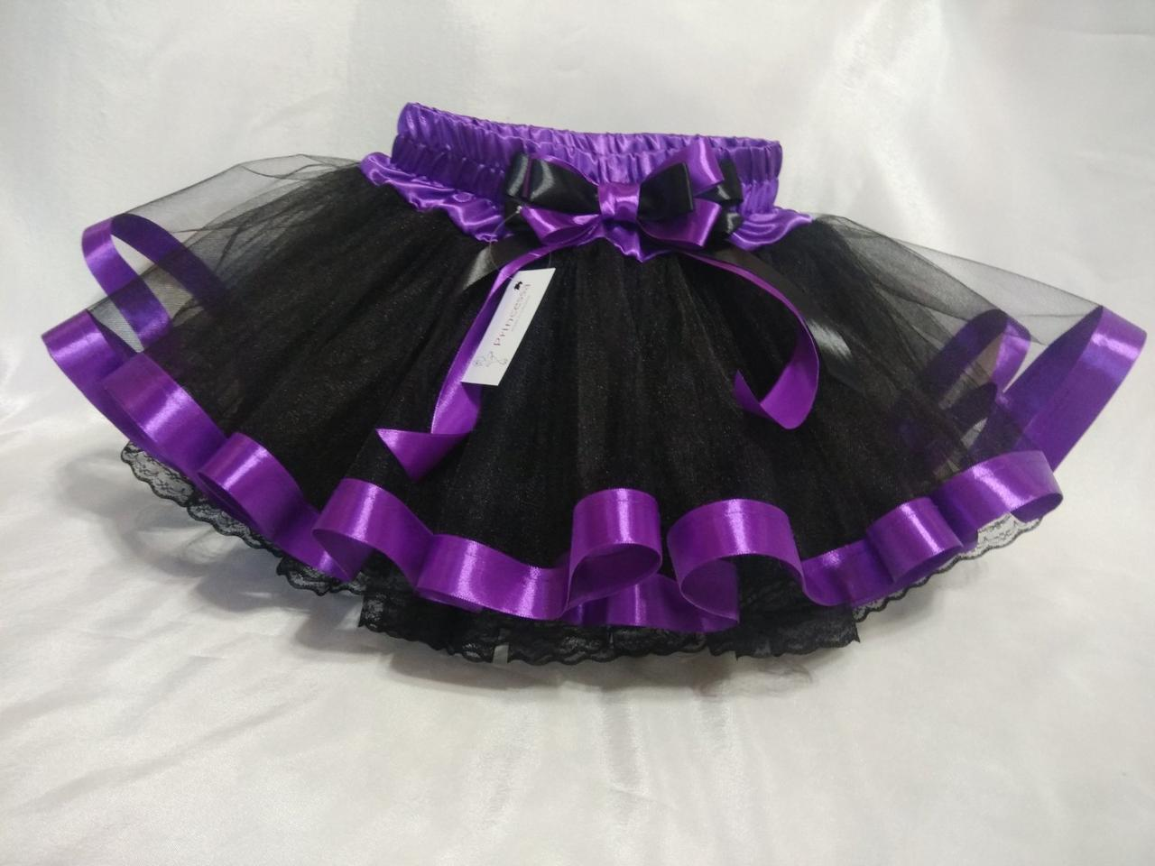 Юбочка детская фатиновая черная с фиолетовой отделкой и черным кружевом.