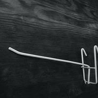 Крючок белый на сетку металлопластик 15см