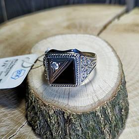 Серебряный мужской перстень с ониксом и фианитом