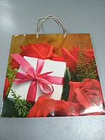Пакет бумажный подарочный 23*23*10 см
