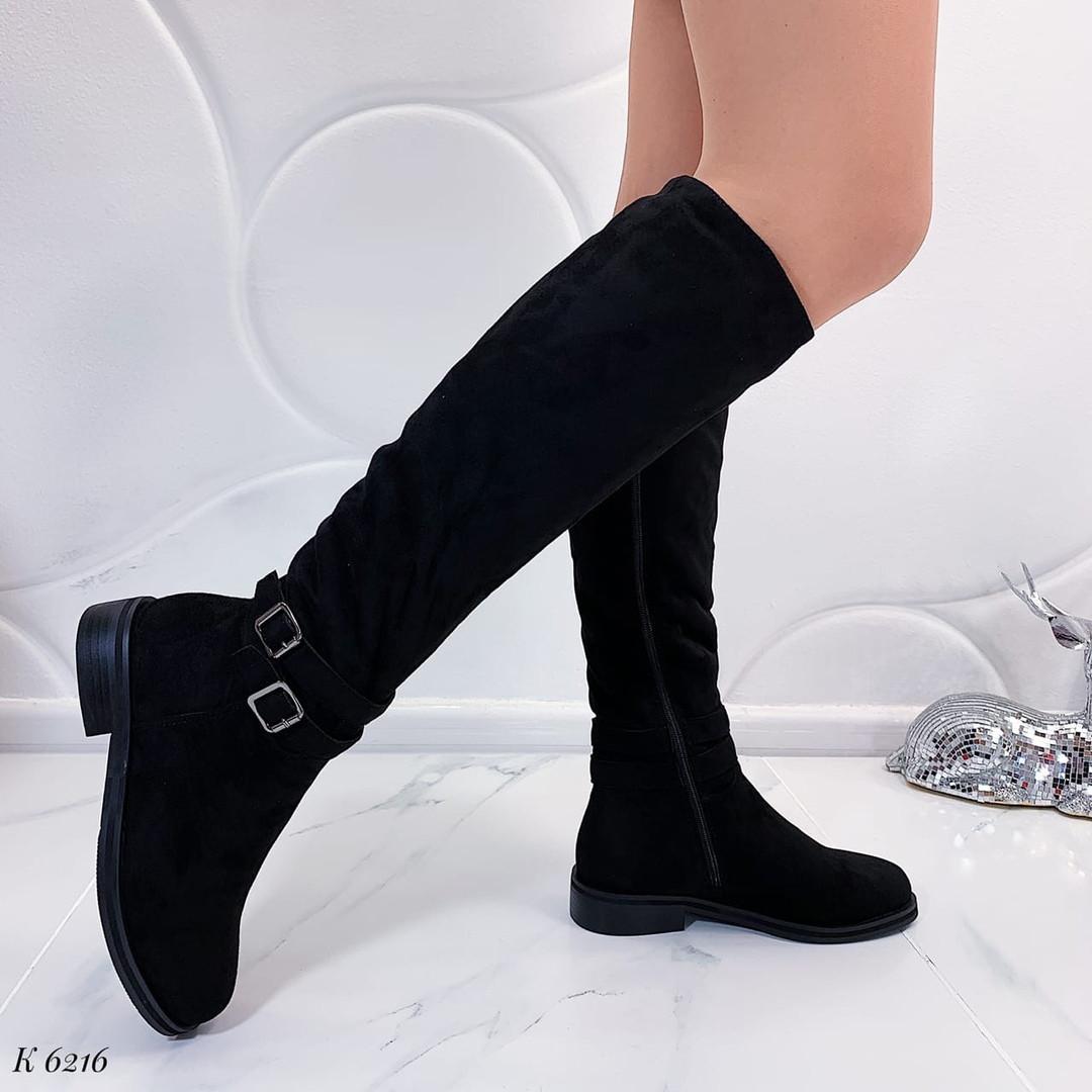 Замшевые сапоги на низком каблуке