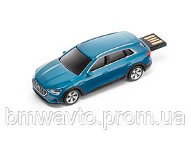 Флешка Audi e-tron USB-stick, Antigua Blue, 32 GB 2019