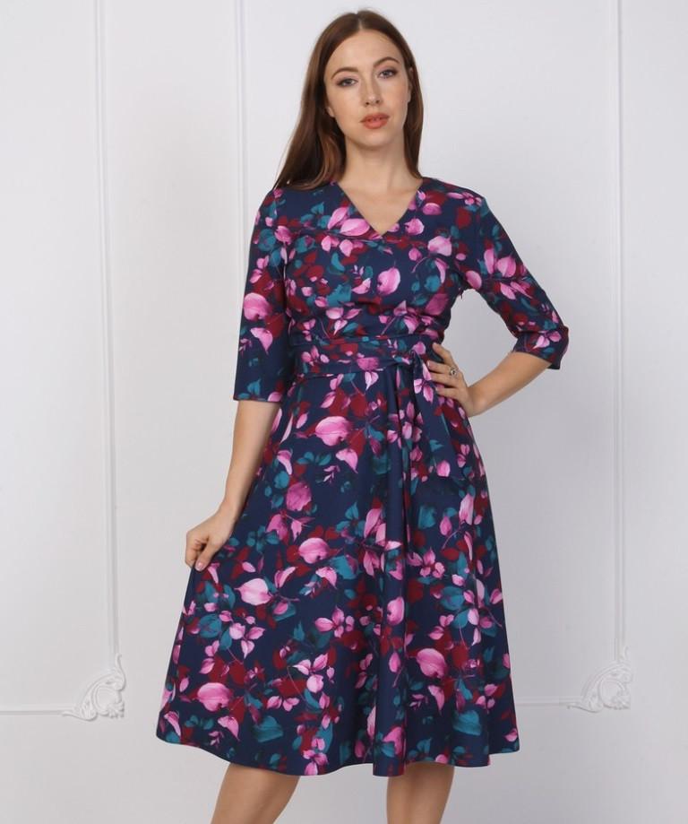 Стильное платье с крупным цветочным принтом.Разные цвета