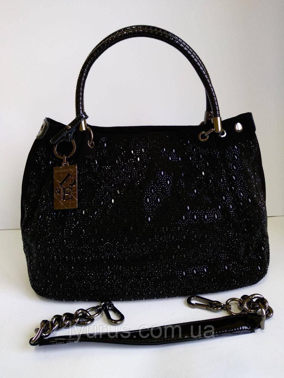 Жіноча замшева містка сумка чорного кольору з ременем ланцюжком