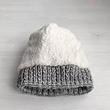 Теплая зимняя женская шапка с меховой подкладкой и бубоном помпоном серая - бежевая - белая, фото 6