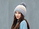 Теплая зимняя женская шапка с меховой подкладкой и бубоном помпоном серая - бежевая - белая, фото 9