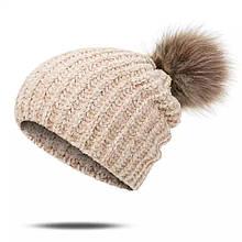 Стильная акриловая женская шапка с помпоном бубоном, светло-бежевая пудра, крупная вязка акрил