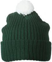Темно-зеленая зимняя шапка с подворотом и белым помпоном