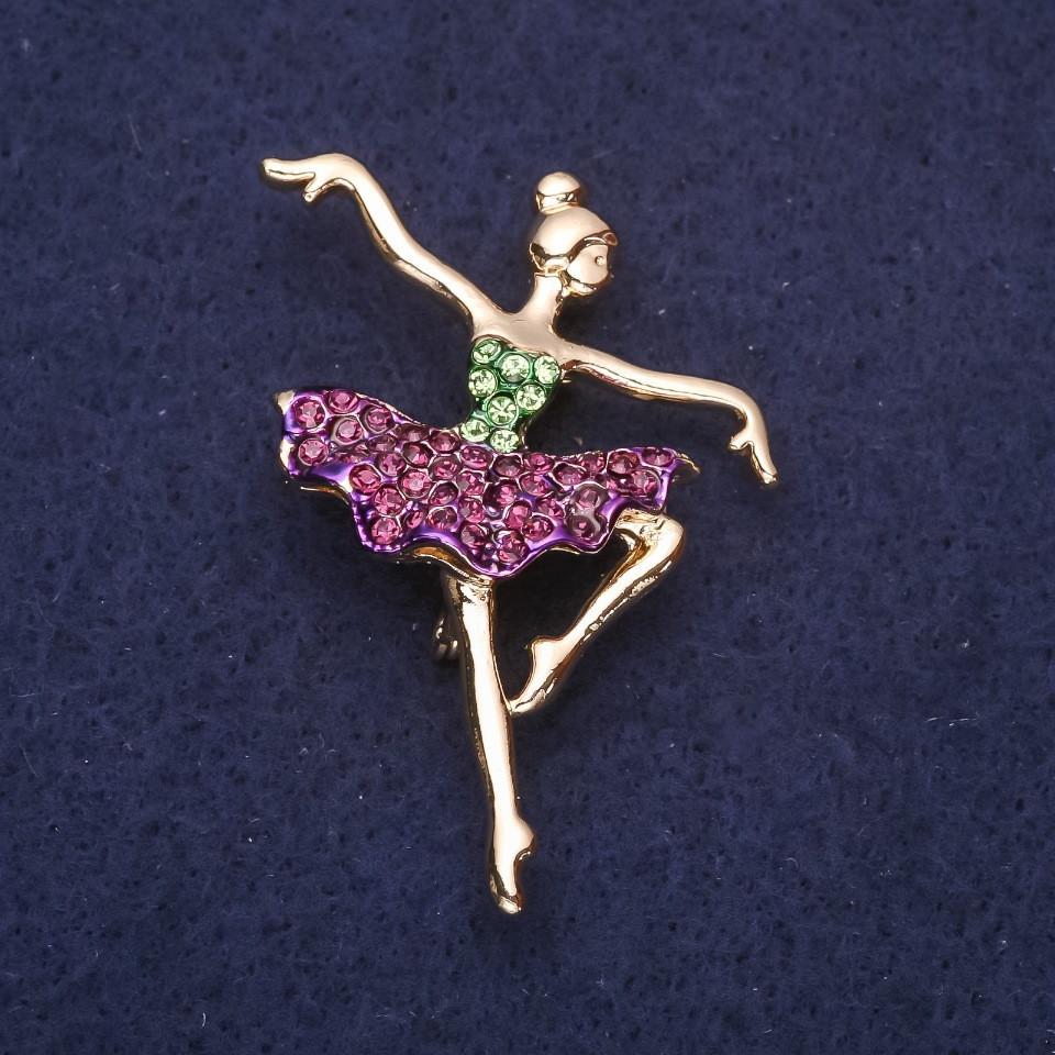 Брошь Балерина фиолетовые и зеленые стразы 48х35мм желтый металл