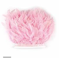 Перьевая тесьма из перьев индюка на атласной ленте.Разные цвета и большой выбор на сайте.