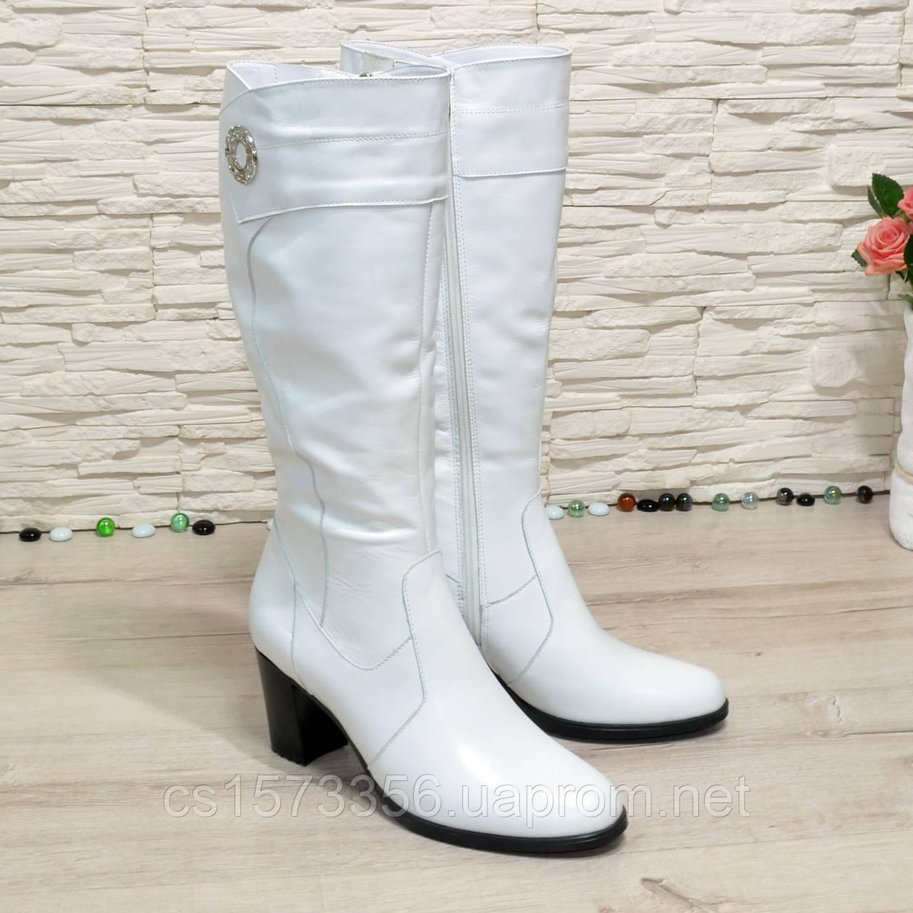 Сапоги женские кожаные на  устойчивом каблуке. Цвет белый