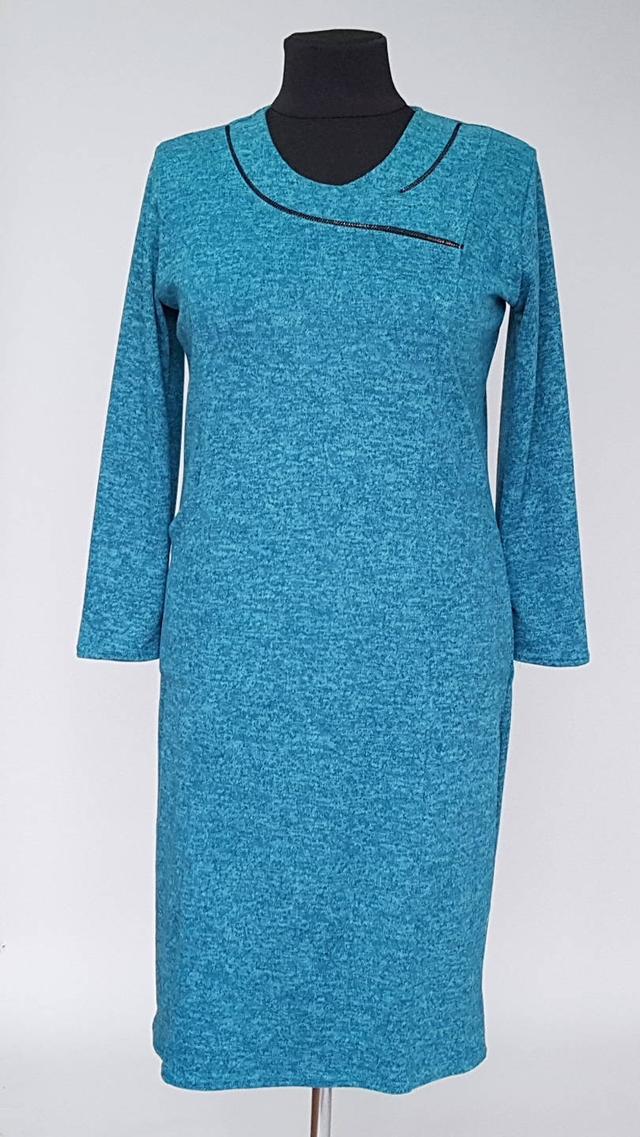 картинка однотонное женское платье с длинными рукавами