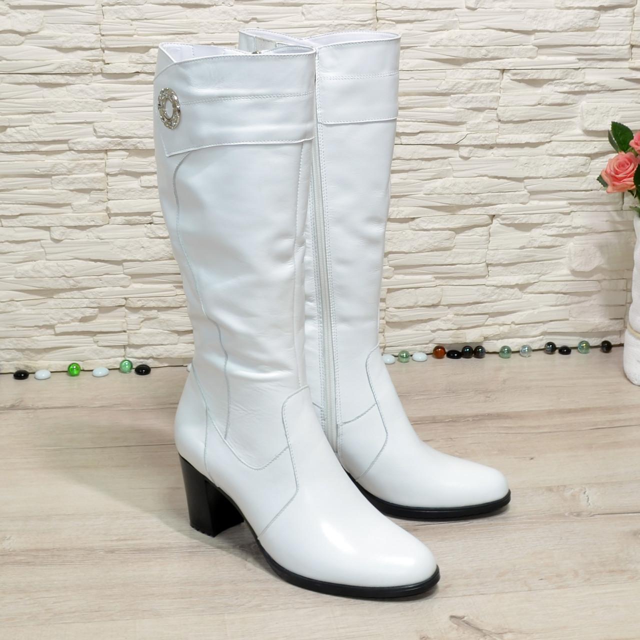 Сапоги женские белые кожаные на невысоком устойчивом каблуке. Батал