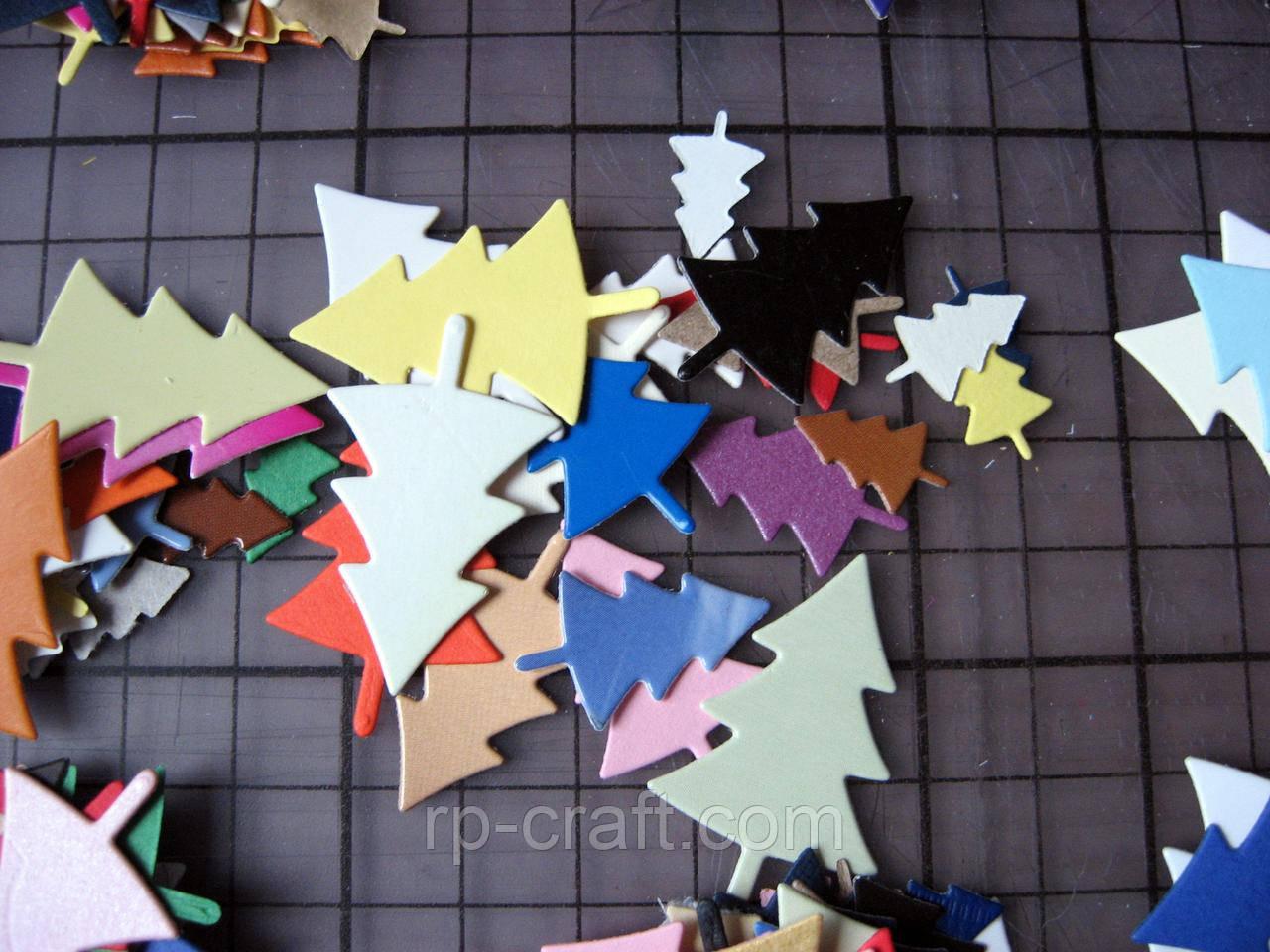 Набір вирубування з паперу та картону. 20 штук. Ялинки, від 9х15 мм, мікс