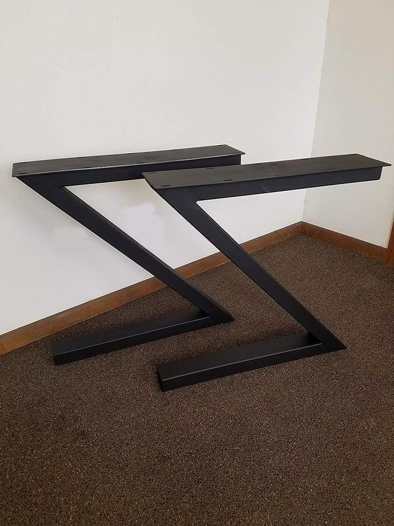 """Чорні металеві опори """"Z"""" для столу"""