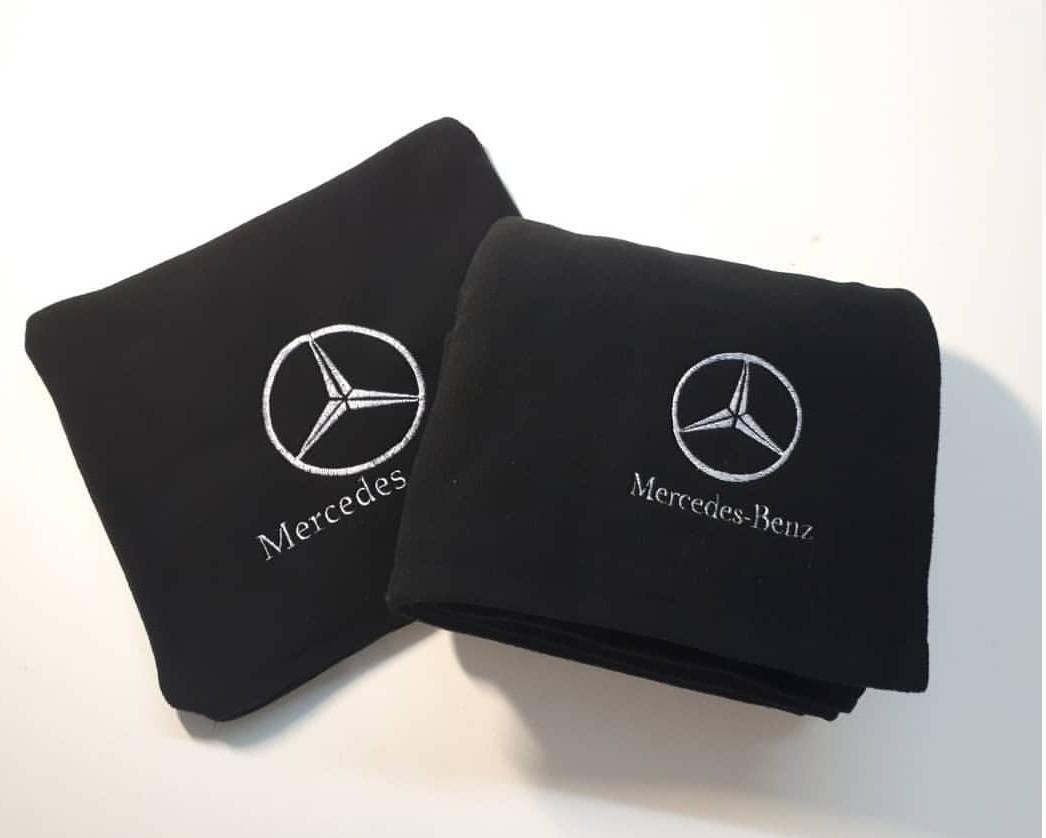 """Автомобильный плед в чехле с вышивкой логотипа """"Mercedes-Benz"""""""