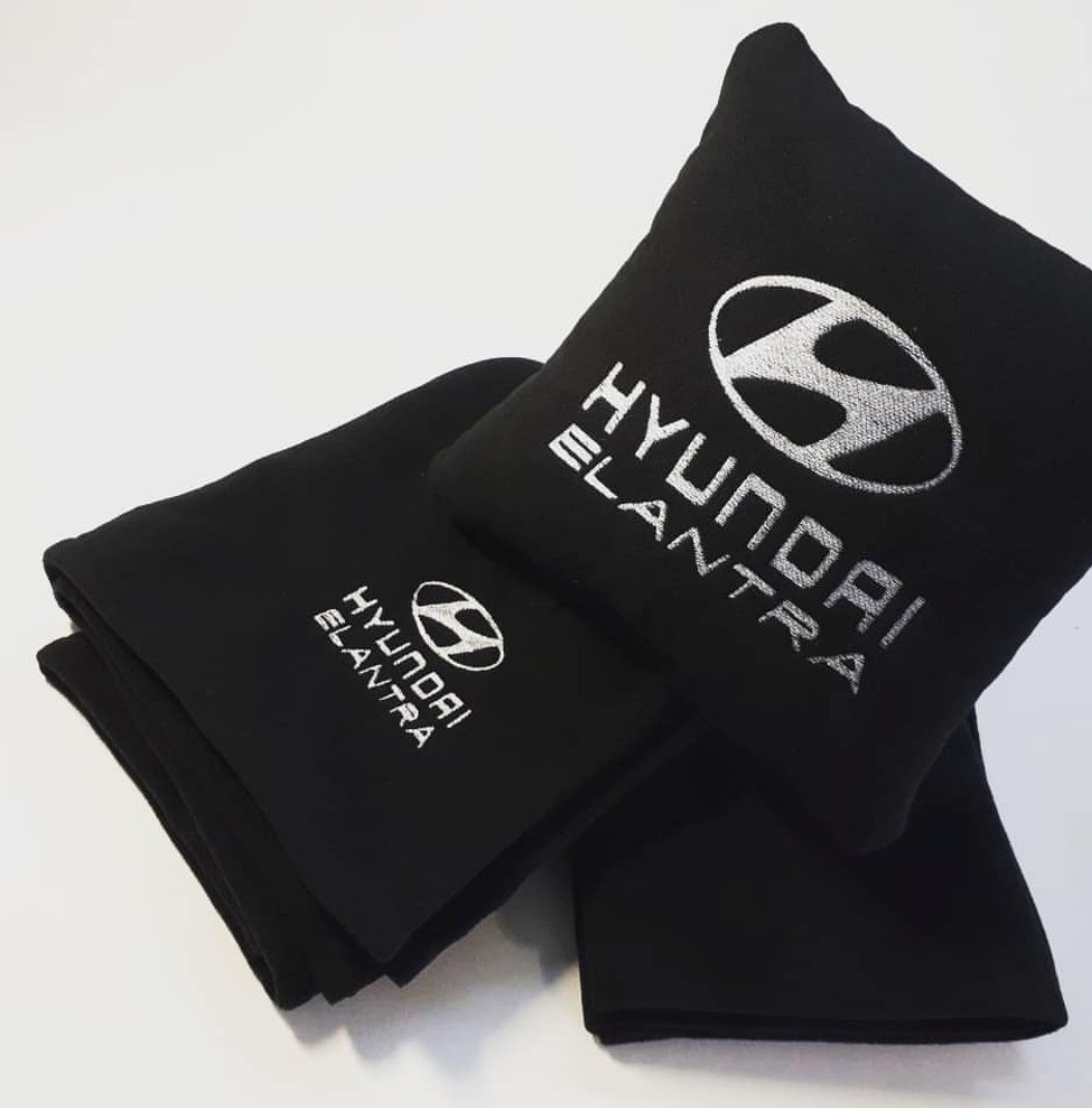 """Автомобильный плед и подушка с вышивкой логотипа """"Hyundai Elantra"""""""