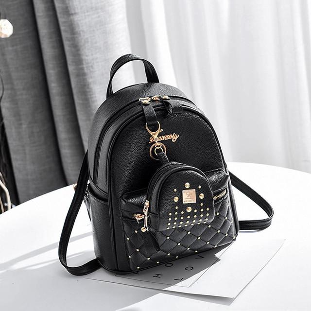 Рюкзак жіночий з брелоком чорний