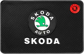 Противоскользящий коврик в машину Skoda (20х13 см)
