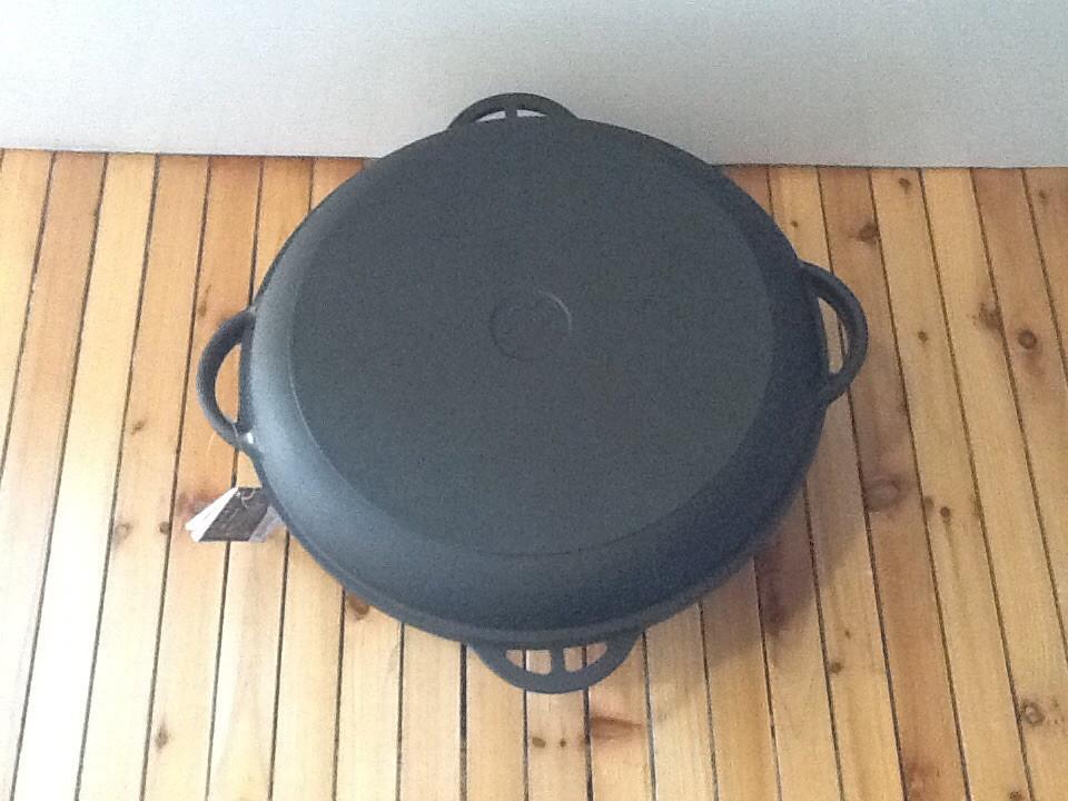 Казан чугунный с чугунной крышкой сковородкой 10 л