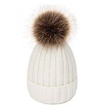 Зимняя шапка белая (молочная) на девочку 7 - 8 - 9 - 10 - 11 лет с теплой меховой подкладкой и помпоном