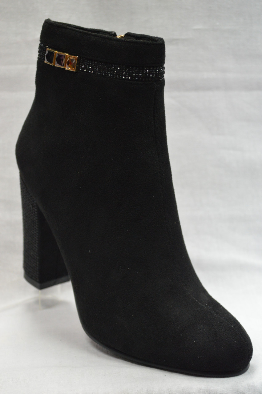 Черные  ботинки  из экко-замша с темными камушками на каблуке