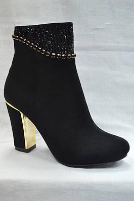 Черные  ботинки  из экко-замша с металлической вставкой на каблуке