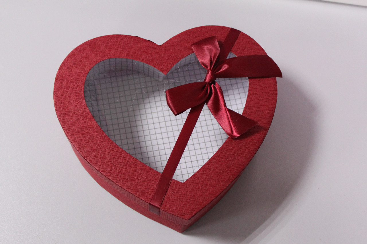 Коробка подарочная в форме сердца бордовая с бантиком 22.5 см