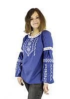 Підліткова стильна вишиванка для дівчини на синьому полотні