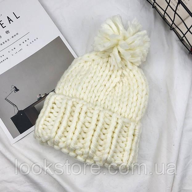 Женская шапка Хельсинки с бубоном молочная