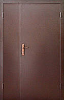 Тамбурная дверь двухстворчатая.