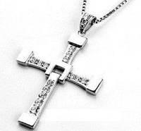 Стильный аксессуар – крест Доминика Торетто на цепочке