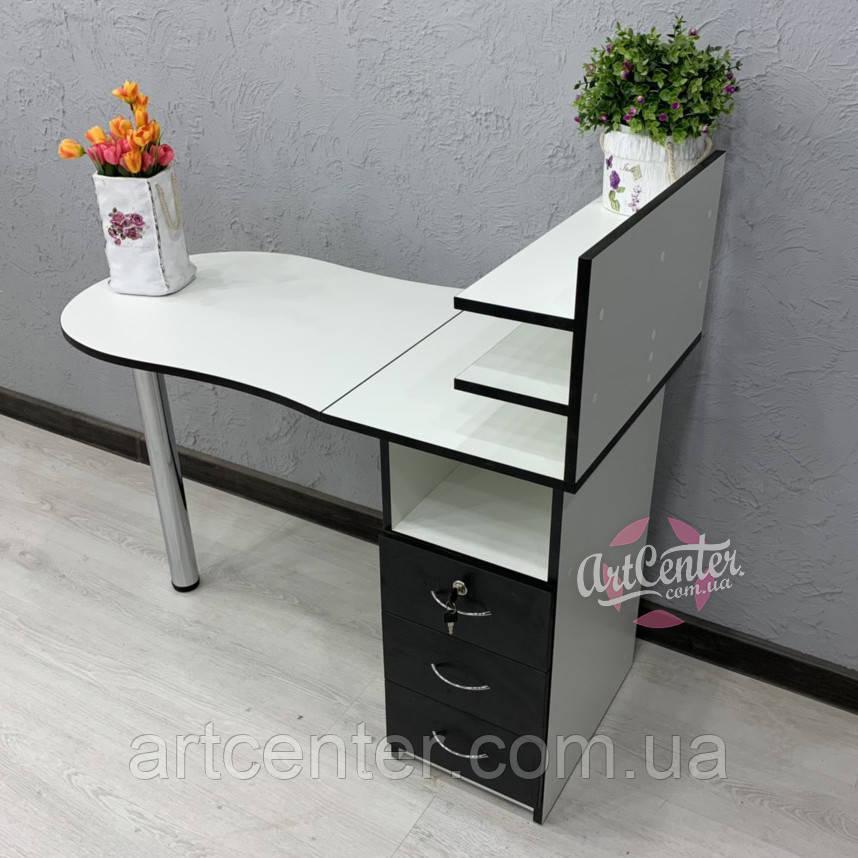Стандартный маникюрный стол со складной столешницей