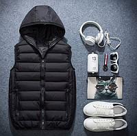 Теплая мужская черная жилетка с капюшоном