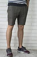 Мужские льняные шорты с большими задними карманами.