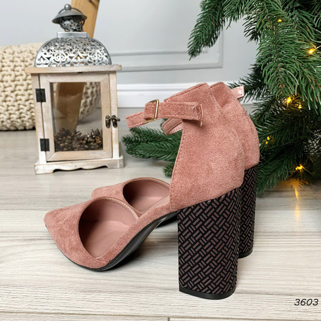 Туфли на толстом каблуке с застежкой