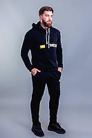 Мужской черный теплый спортивный костюм-двойка с капюшоном.