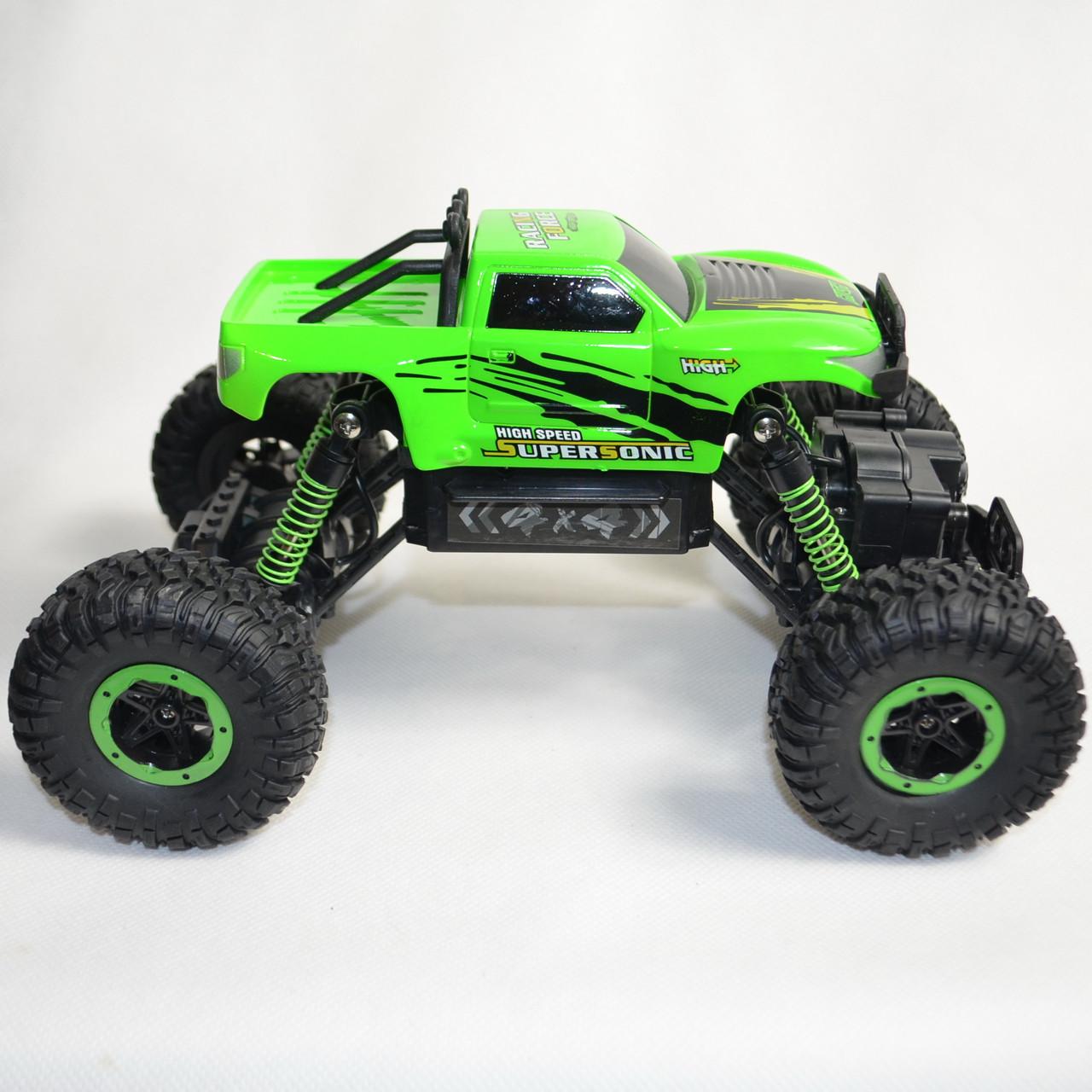 Climber Crawler зелёный на радиоуправлении вид с боку