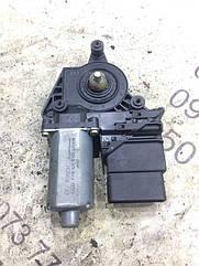 Моторчик склопідіймача Skoda Superb 0130821696